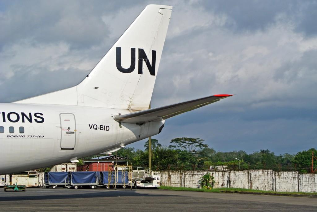 ROB UN 737 Tail